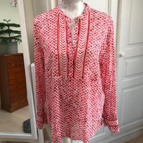 Smukkeste skjorte fra Lala Berlin. Mange fine detaljer. Har desværre aldrig fået den brugt, og den har derfor heller aldrig været vasket.