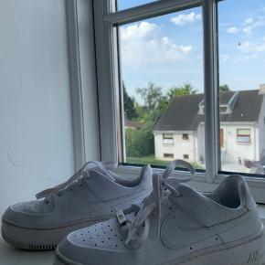 Sælger disse Air Force 1 sage. Skoene er blevet brugt 1 gang til en konfirmation ellers er de helt nye.