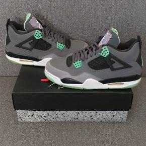 Jordan Retro 4 Green Glow Taille US 9 / EUR 42.5 État 9/10 Premier venu, premier servi !