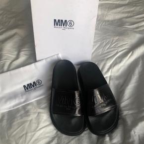Maison margiela sandaler 🌱  Super behagelige at have på.  Normale i størrelsen, kan også passes af en lille 38