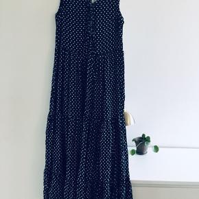 Maxi kjole med flæser, som er for lang til mig (168 cm høj)