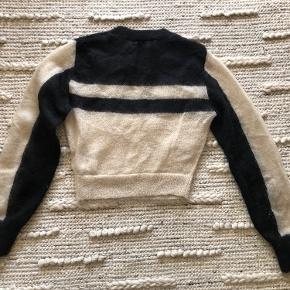 Lovely cropped jumper in great quality. Worn once, almost as new.