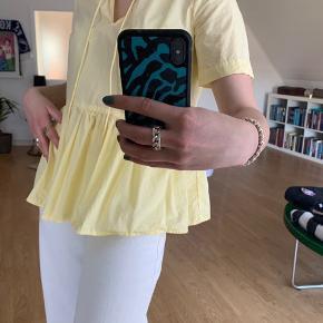 Fineste gule trøje fra Pieces💛 Ingen tegn på slid  BYD endelig