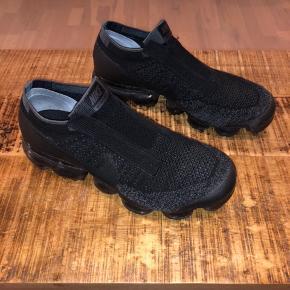"""Nike Vapormax """"laceless"""" all black.  Limited edition.   God stand, ingen bløde puder."""
