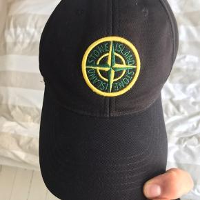 Fed stone island cap!  Str L  Cond 7-10 (lidt slap i lukningen)  Udsolgt overalt  400 i hurtig handel!  Smid en PB