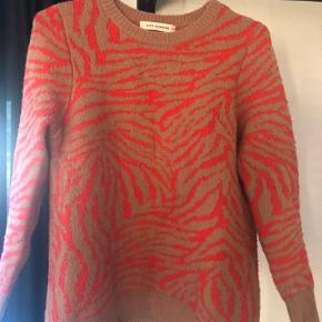 Super lækker og tyk trøje fra Sofie Schnoor i str xs. Den er købt sidste år. Nypris 900kr. Sælges for 250kr. Kan ses i Valby ☺️