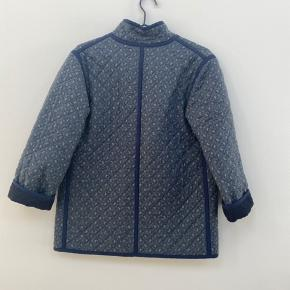 Absolutely stunning quilted jacket by Line Sander. Made from deadstock fabric and by hand💕  Best fit an S (or xs for a bit oversized)  Almost new, had been worn a couple of times but in mint condition I would say.   Perfect for autumn or chilly indoor winters day...  Can meet up in CPH or ship