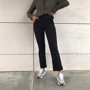 Sælger hele sættet 🌸💗  - sorte jeans fra h&m str 36 - Grøn skjorte fra Gina Tricot str s