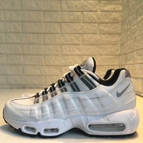Nike air max95 hvide, kun brugt 1 gang str.38,5 Nypris 1449.-