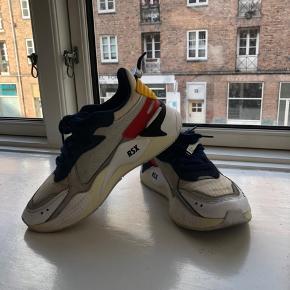 BYD!!!  Puma x Ader Error  Str.: 37,5  Np: 1200 kr. Overvejer at sælge disse smukke sko.  Fejler intet udover alm. slid i form af sorte streger.