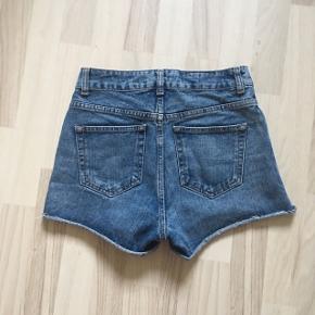 Rigtig fine shorts fra Topshop. Uden slidmærket eller andre tegn på at det er brugt. Sælger da jeg ikke kan passe dem længere.🌼