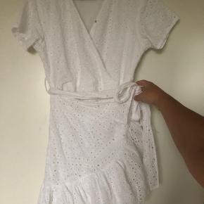 BYD  Mynte kjolen er fra kollektionen med Liv Martine. Kjolen er brugt en enkelt gang samt vasket en enkelt gang. Sælges da jeg ikke får den brugt