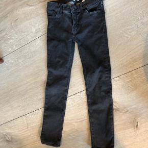 Bytter ikke og prisen er fast Talje:28 cm*2  Længde:70cm  Indvendig benlængde: 53 cm Jeans bukser