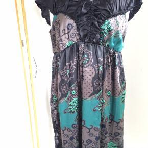 sød kjole. bm 59 x 2 og læ 112 cm.