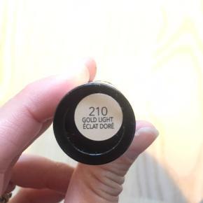Revlon Insta-fix (se billede for farve). Aldrig brugt, ubrudt emballage. Afhentes eller sendes med Post Nord