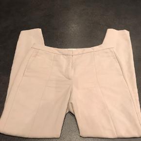 Super lækre og flatterende bukser fra Selected Femme, sælges da de lige er til den store side. Nypris: 500 kr.
