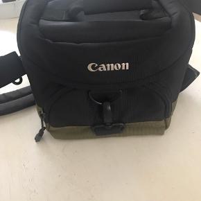 God kamera taske med en masse rum i