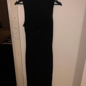 Lang, stram kjole med lidt glitter