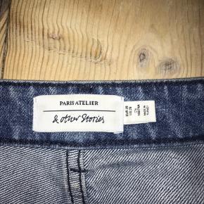 Jeans fra & other stories i en str 29
