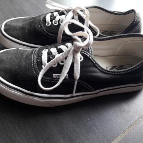 Gode sko. MEN US9/Woman US 10,5. Svarer til str. 41. Fra ikke ryger hjem.