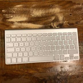 Tastatur velegnet til iPads eller lignede Nypris 300 kr BYD
