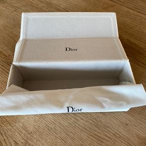 """Dior solbriller med """"spejl"""". Original solbrille etui medfølger, samt dustbag og pudseklud."""