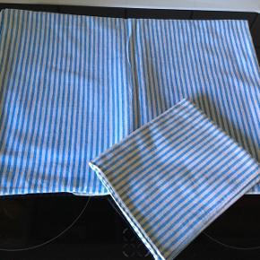 Fin junior sengetøj Det første sæt er mere end 30 år gammelt. De andre ca. 10 år.  De er alle fine.  1 stk. 45kr. Alle 150kr.