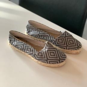 Espadrille sko af mærket Artisanat Francais. Str. 36. Aldrig brugt.