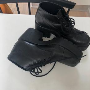 Vagabond støvler med hæl, str. 38. Gode, men brugte. Sælges da jeg desværre ikke får dem brugt! Byd! 🧡