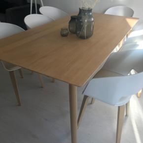 Ægte eg træ spisebord 100/200 fra ilva ny pris 7500kr.
