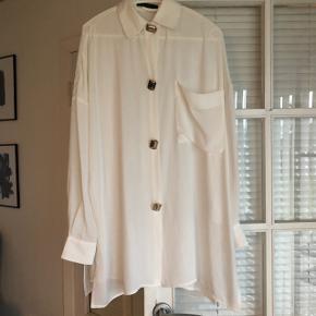 Skjorte fra one two luxzuz str. 40.  125,- plus forsendelse.