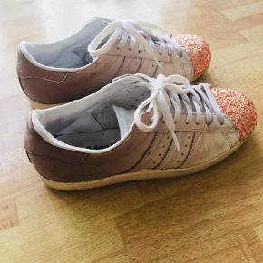 Varetype: Sneakers Størrelse: 37.5 Farve: Creme Oprindelig købspris: 1900 kr.  400kr