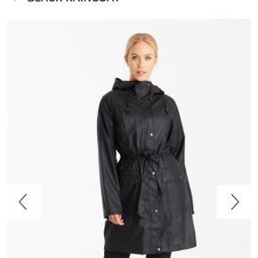 Ilse frakke, helt ny og aldrig gået med. Købt for 950. Sælger den da den er købt for lille ☁️