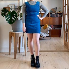 Vintage corduroy dress 🧵🔵💧