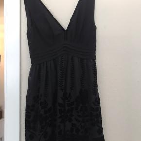 Fin enkel kjole fra h&m Str. 36.  Brugt 1 gang.  Rigtig fin på.