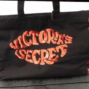 Ny Shopperbag fra Victorias Segret - Limited edition købt i London  Stor bag, er god som weekend taske