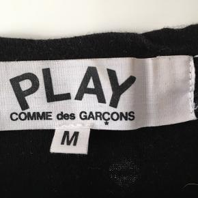 Comme Des Garcons Play str M, lidt lille i størrelsen. God stand.