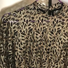 Smuk bluse, sort/guld. Gennemsigtig  Str S  Brugt 1 gang