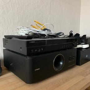 Yamaha Blu-Ray Disc Receiver BRX-610 Yamaha subwoofer System YST-FSW150  Sælger dette hjemmeanlæg/Blu-Ray afspiller.   Jeg har haft det i nogle år, og jeg har altid været glad for det. Det kan afspille Blu-Ray.   Yamaha aktiv-subwoofer er utrolig god. Dog er det kommet en grim plamage ovenpå, da der tidligere har været et stort klistermærke på. Spiller upåklageligt. Har givet mig op til flere klager fra naboer.   Forstærker har en lille defekt. Den ene højtaler udgang (venstre front) spiller lavere end de andre højtalere. Fejlen ligger i forstærkeren, og ikke højtaleren eller kablet.   Disse 2 defekter gør at det bliver solgt til den billige pris af 1000,-  Samlet nypris 5700,-