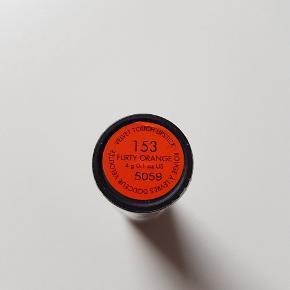 Ny og uåbnet læbestift i farven 153 flirty orange