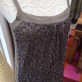 Fin cocktail kjole i jordfarvet fra Saint Tropez - helt ny og ubrugt.