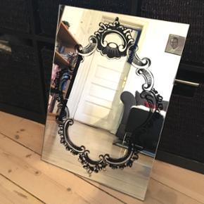 Fint spejl, 40x55cm. Klar til ophængning. Afhentes på Nørrebro 😊
