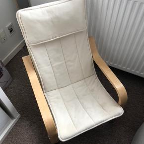 Barnestol fra ikea i pæn stand betrækket bliver vasket inden køb. Betrækket kan tages af og vaskes ved 40 grader.  Mål på stolen er vedhæftet som billede