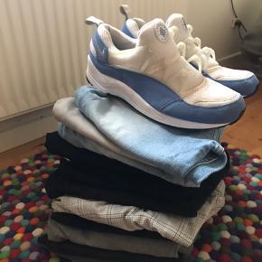 Tøj til salg, næsten ikke brugt. Skriv for mere information, sælges billigt !! Så bare BYD (tjek mine andre annoncer)
