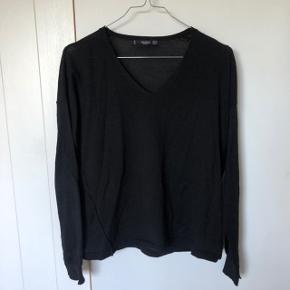 Sælger denne v-neck bluse fra Mango, meget fin stand