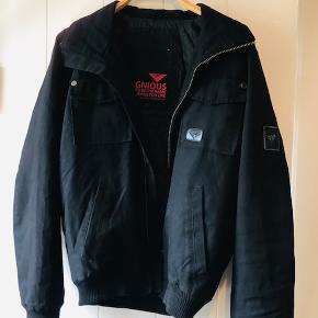 Lækker jakke cool snit.