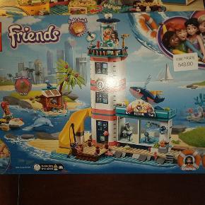 HAR 2 LEGO FRIENDS ÆSKER ALDRIG BLEVET BRUGT ELLER ÅBNET MODEL 41374 OG MODEL 41380 FYRTÅRN OG ANDREAS NYPRIS OP TIL 549 SÆLGES FOR 300 PR ÆSKE