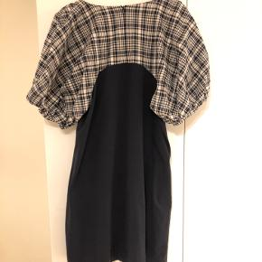 Lækker kjole med lommer til efteråret - rigtig fin med rullekrave under 🍂 Sælges da jeg desværre ikke får den brugt.