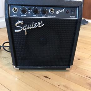 Squier guitarforstærker. Velegnet til begyndere.
