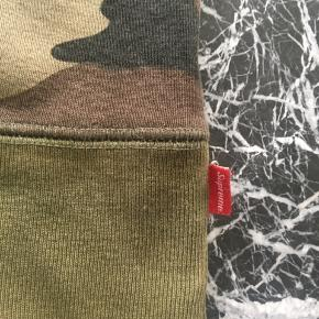 Supreme Camouflage Box-Logo  Still in very great condition    Kan hentes i Nordvest eller leveres/sendes